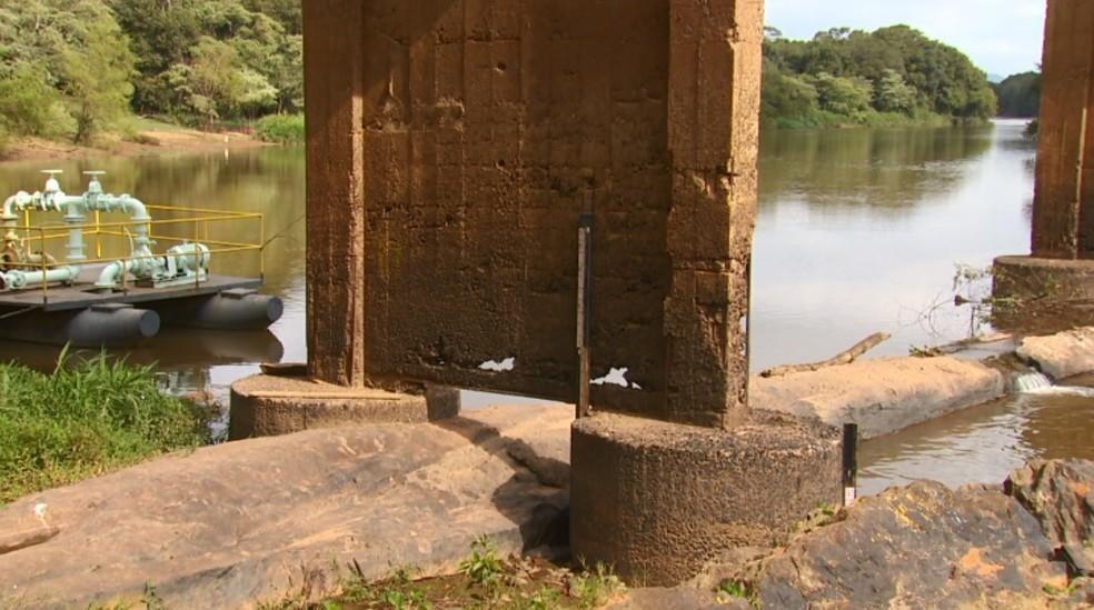 Prefeitura de Careaçu interditou ponte por risco de desabamento (Foto: Reprodução/EPTV)