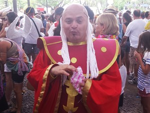 """17.02 - O """"mestre dos magos mexicano"""" passou pelo carnaval de BH (Foto: Michele Marie / G1)"""
