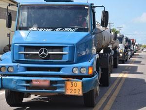 Caminhoneiros fazem protesto na Paraíba (Foto: Walter Paparazzo/G1)