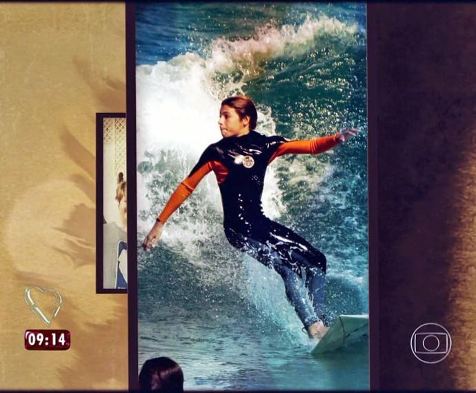 Felipe, filho de Patrícia Poeta, adora pegar onda (Foto: Arquivo pessoal)