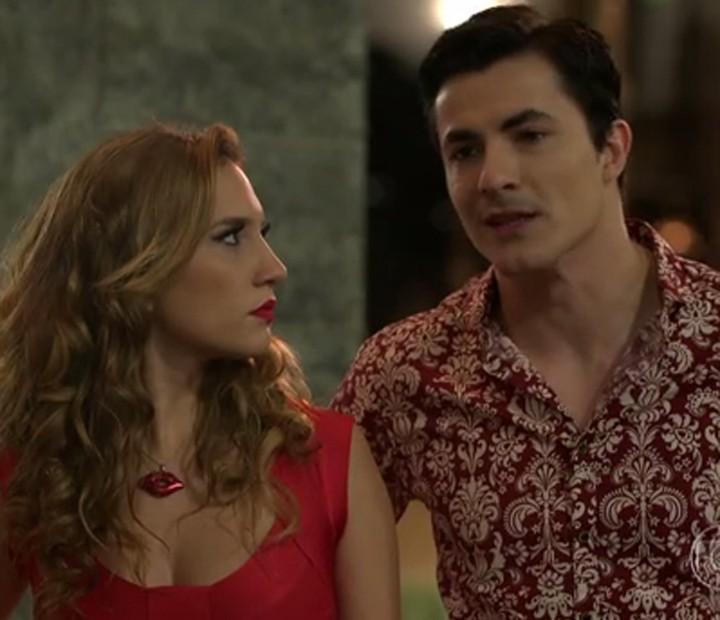 Abigail e Clécio cobram pensão de Ruço (Foto: TV Globo)
