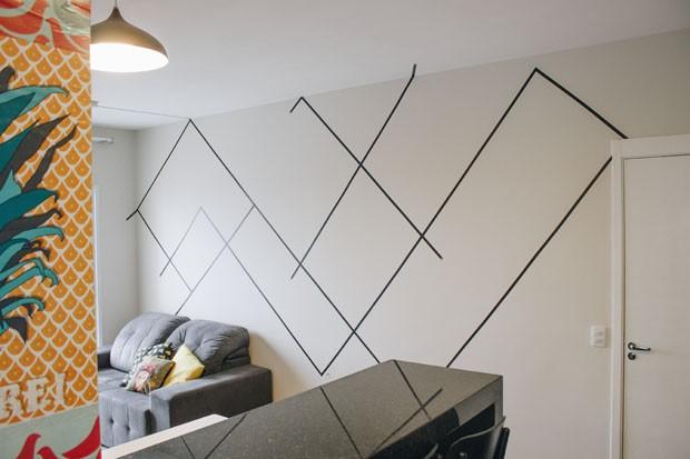 Artista cria desenhos em parede usando fitas adesivas (Foto: Divulgação)