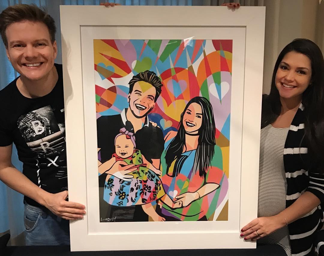 Casal mostra quadro da família (Foto: Instagram/Reprodução)