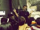 Professor gasta R$ 2 mil para financiar grupo de teatro que criou em Mogi