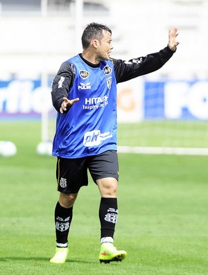 Renato Cajá Ponte Preta Meia Treino  (Foto: Marcos Ribolli / GloboEsporte.com)