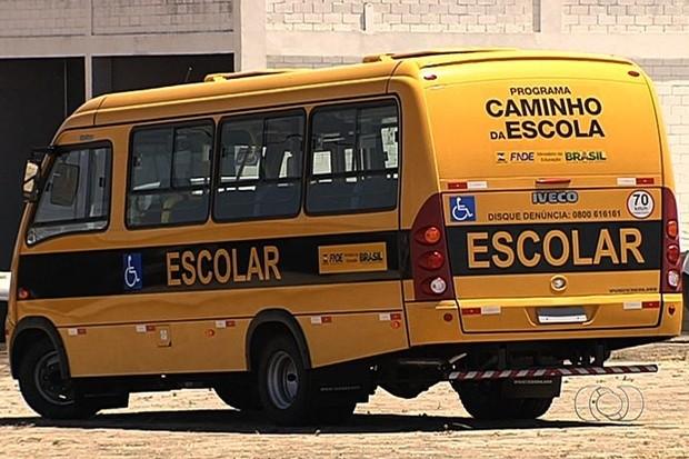 Ônibus escolares comprados pelo governo de Goiás não são utilizados - Goiânia (Foto: Reprodução/TV Anhanguera)