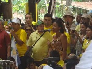 Representante dos catadores do Aurá pediu compromisso ambiental (Foto: Luana Laboissiere / G1)