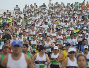Corredores participam da Meia Maratona de Natal (Foto: Divulgação)