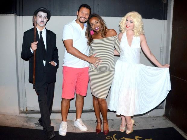 Guilherme Guimarães e Roberta Rodrigues em festa na Zona Sul do Rio (Foto: Webert Belicio/ Ag. News)