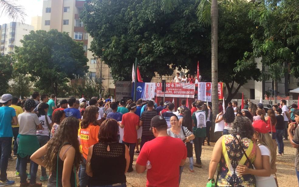 Servidores da rede estadual de Educação estão em greve desde 15 de março (Foto: Vitor Santana/G1)