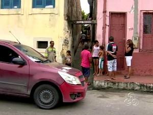 Vila onde a adolescente morava (Foto: Reprodução/TVAM)