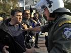 Manifestantes invadem centro de exposições na Grécia