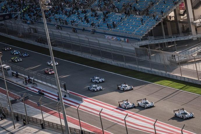 Porsche #17 de Mark Webber largou na pole no Bahrein (Foto: Divulgação)