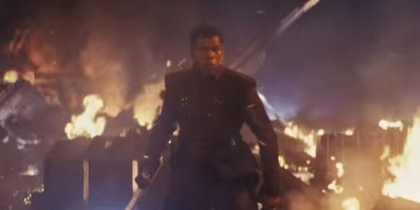 Novo visual de Finn mostra que o ex-stormtrooper está novamente dentro dos domínios da Primeira Ordem (Foto: Reprodução)