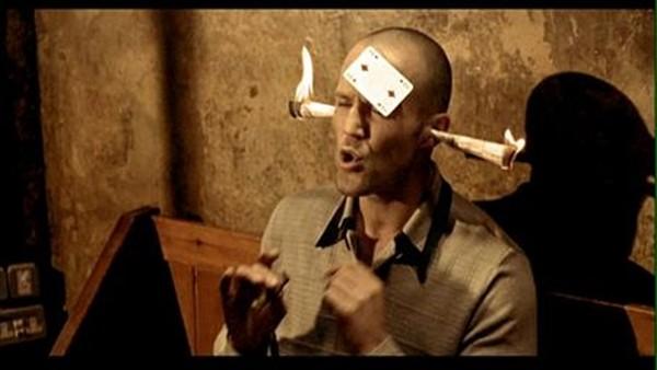 Jason Statham em 'Jogos Trapaças e Dois Canos Fumegantes' (1998) (Foto: Divulgação)