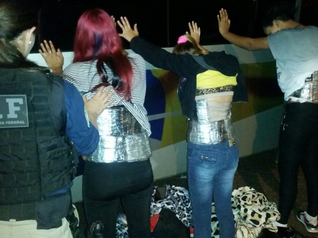 Munição estava presa ao corpo de duas mulheres e uma adolescente (Foto: Divulgação/PRF)