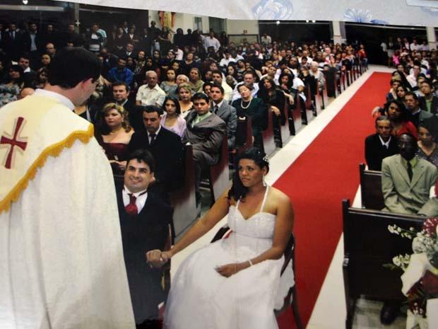 Igreja lotada no casamento da Fabíola e do Miguel em agosto de 2012 (Foto: Fabíola Sebastiana / Arquivo Pessoal)