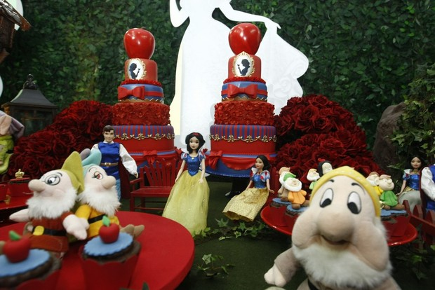 Decoração da festa de Maya e Kiara, filhas de Natália Guimarães (Foto: Francisco Cepeda e Leo Franco / AgNews)