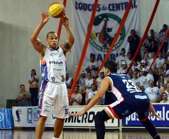 Alex Garcia, Bauru Basket x Franca (Foto: Henrique Costa/ Bauru Basket)