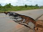 Cratera se abre na BR-364 e interrompe tráfego em Rondônia