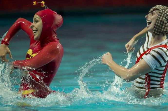 Lara e Nayara fizeram coreografia vestidas de Chapolin e Chaves (Foto: Divulgação MVP Sports)