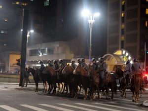 Cavalaria fecha a Av. Paulista. (Foto: Flavio Moraes/G1)