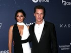 Camila Alves usa decote em evento com o marido, Matthew McConaughey