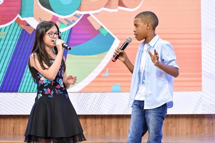 Mariana e Juan cantaram uma música que escolheram juntos (Foto: Priscilla Fiedler/RPC)