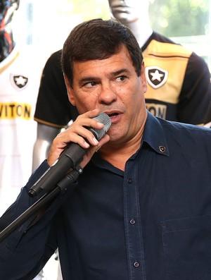 Carlos Thiado Cesario Alvim apresentação nova camisa do Botafogo (Foto: Satiro Sodré / SSPress)