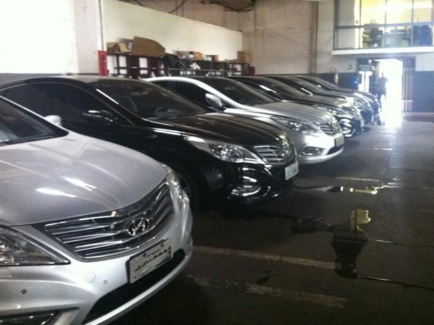 Carros oficiais que não serão mais usados pelo governo do Distrito Federal (Foto: Luciana Amaral/G1)