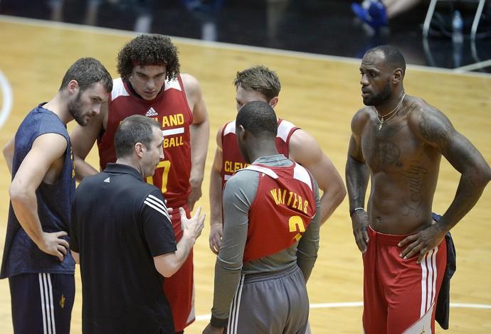 Novo time do Cleveland, com liderança de LeBron, é visto como um dos favoritos ao título (Foto: Alexandre Loureiro/Inovafoto)