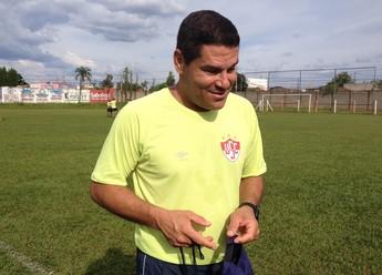 Leo Goiano técnico Uberaba (Foto: Felipe Santos)