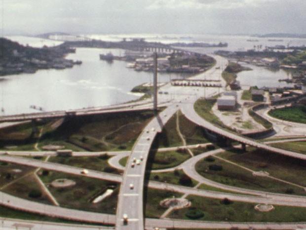 Ponte Rio-Niterói ao fundo na década de 70 (Foto: TV Globo)