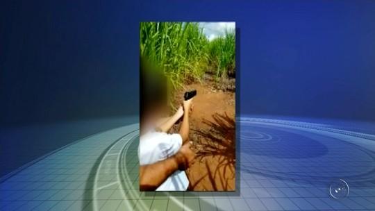 PF de Jales apreende armas após descobrir vídeo de criança atirando