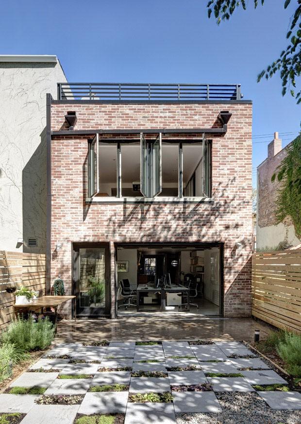 Em ny casa resiste a furac o e renovada casa vogue for Casa a new york affitto