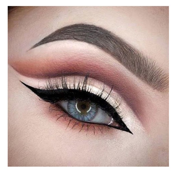 Cut crease makeup (Foto: Reprodução Instagram @mariemisfitx)