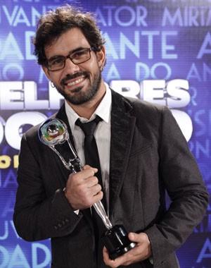 Juliano Cazarré é só alegria (Foto: Domingão do Faustão/TV Globo)