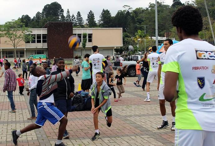 JF Vôlei Juiz de Fora Integração Criança TV Integração UFJF (Foto: JF Vôlei/Divulgação)