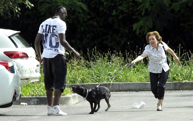 Balotelli chegada Itália mãe (Foto: EFE)