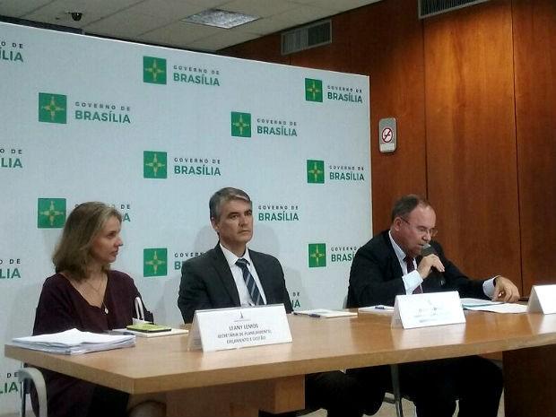 Secretários da área econômica do Distrito Federal durante coletiva de imprensa nesta segunda-feira (30) (Foto: Ingrid Borges/G1)