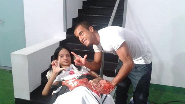 Fã realiza sonho de conhecer Lucas do São Paulo no Morumbi (Foto: Cauê Maldonado / GloboEsporte.com)