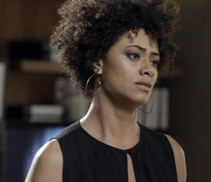 Carola revela bomba para Anita (Foto: TV Globo)