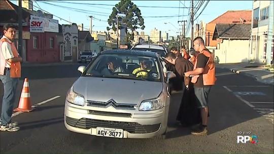 Freis capuchinhos esperam benzer 8,5 mil veículos em Ponta Grossa