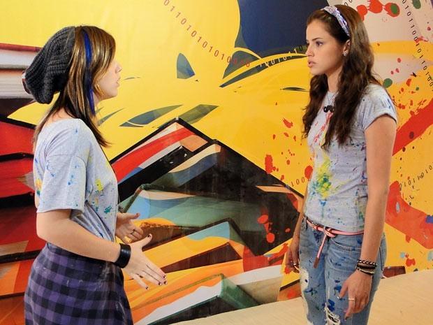 Depois de correr atrás de Dinho, Ju irrita Lia e melhores amigas brigam  (Foto: Divulgação/TV Globo)