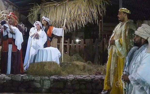 Presépio vivo conta a históira do nascimento de Jesus (Foto: Rondônia TV)