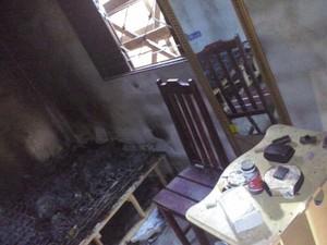 Quarto onde casal estava ficou queimado, em Miranorte (Foto: Divulgação)