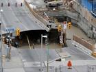 Parte de rua desaba e abre cratera no centro de Ottawa, Canadá