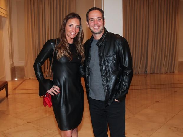 Caio Ribeiro e a mulher em festa em São Paulo (Foto: Manuela Scarpa/ Brazil News)