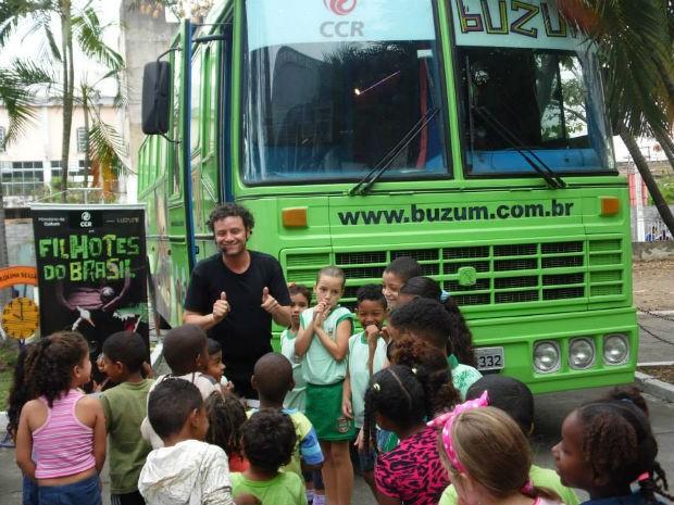 Em Ponta Grossa, ônibus estacionou na terça-feira (1º) e fica até sexta (4) (Foto: Divulgação/Buzum!)