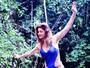 Letícia Spiller posa de maiô e mostra corpão aos 43 anos